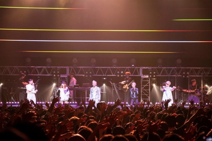 "「m-flo 20th ANNIVERSARY LIVE ""KYO""」の様子。"