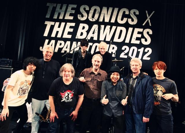 The Sonicsと競演した際の記念写真。