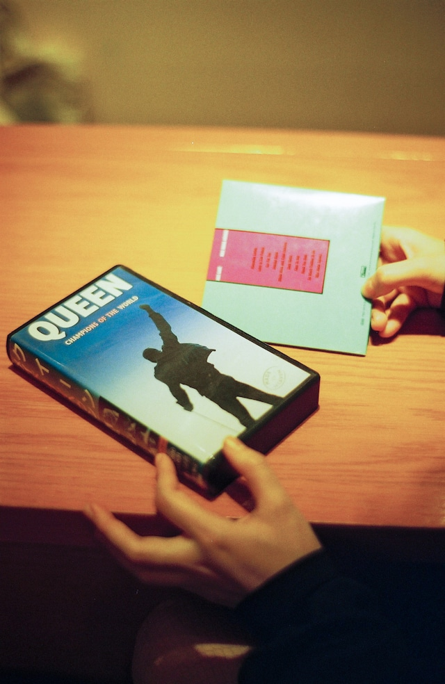 Hot ChipのアルバムとQueenのVHS。(Cony Plankton私物)