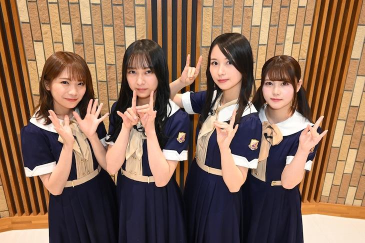 左から秋元真夏、鈴木絢音、佐々木琴子、伊藤理々杏。