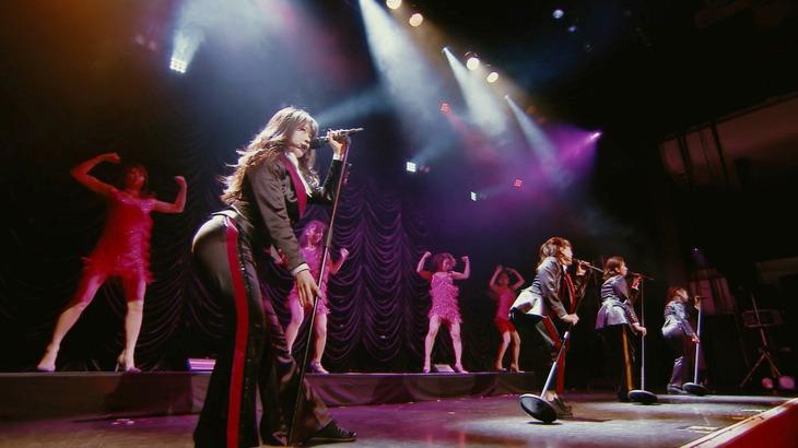 ももいろクローバーZ「レディ・メイ」ライブ映像のワンシーン。