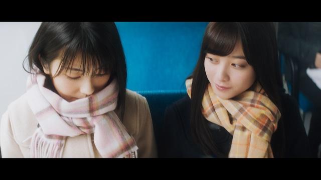 NTTドコモCM「カンナとミナミ」編のワンシーン。