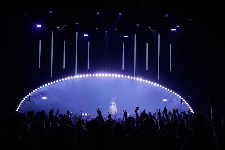 "「Aimer Hall Tour 19/20 ""rouge de bleu""」仙台公演の様子。"