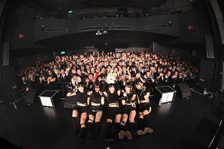 鶯籠「梨 2019 vol.2」で撮影された記念写真。(撮影:斉藤明)