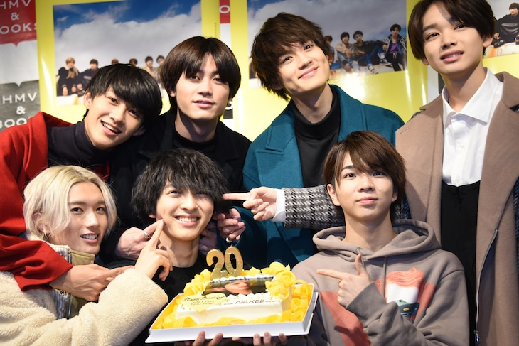 吉田仁人(下段左から2番目)の誕生日を祝うM!LK。