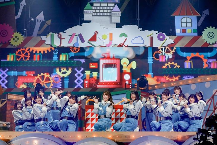 日向坂46「ひなくり2019~17人のサンタクロースと空のクリスマス~」の様子。(c)Seed & Flower LLC