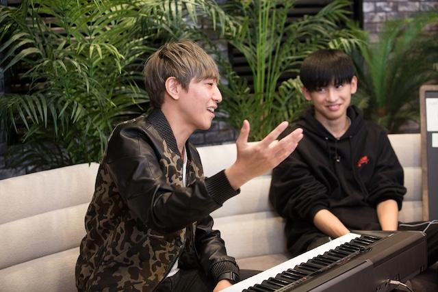 「MUSIC FUN! 生放送vol.2」の配信の様子。右は田中と共に番組に出演していたさなり。