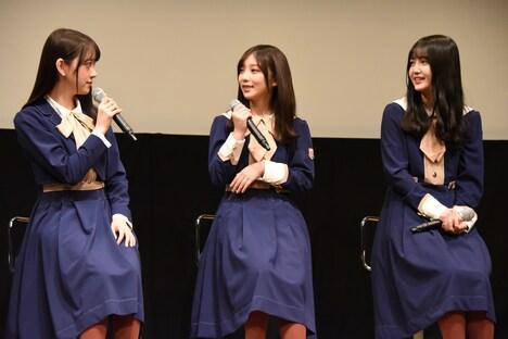 左から堀未央奈、与田祐希、久保史緒里。