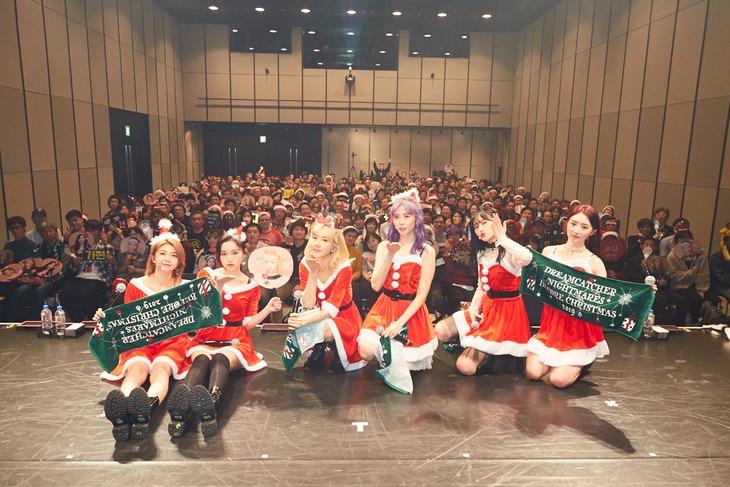 "「DREAMCATCHER ""NIGHTMARES BEFORE CHRISTMAS"" 2019」東京公演で撮影された記念写真。(写真提供:ポニーキャニオン)"