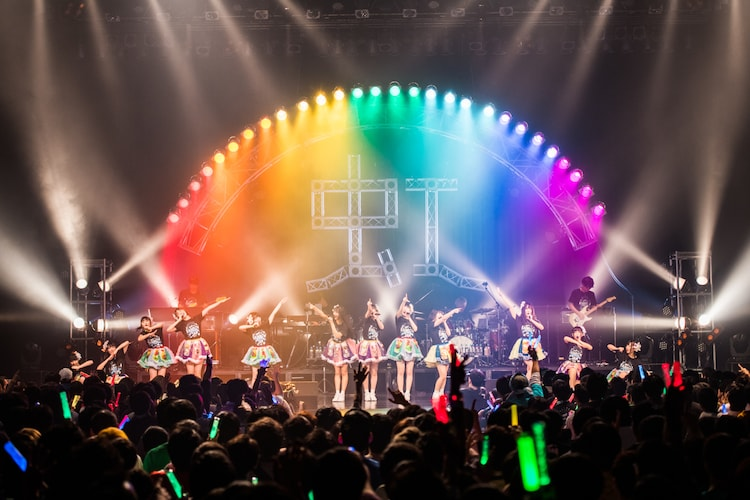 虹のコンキスタドール「RAINBOW JAM2019 –WINTER-」の様子。(写真提供:キングレコード)