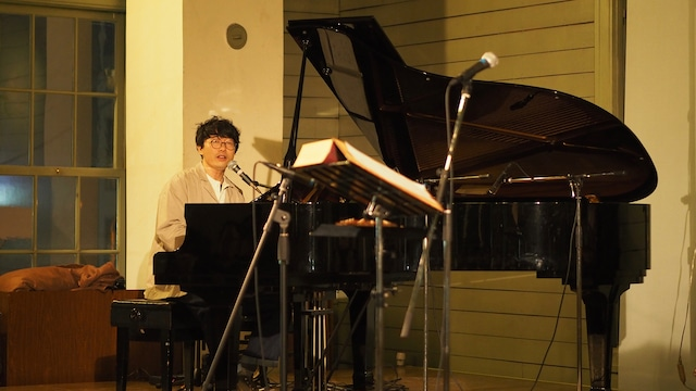 青木慶則(Vo, Piano)