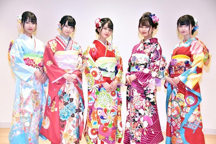左から蟹沢萌子、谷崎早耶、佐々木舞香、大場花菜、菅波美玲。