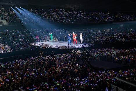 超特急「BULLET TRAIN ARENA TOUR 2019-2020 Revolucion viva ~Shine Bright New Year~」の様子。