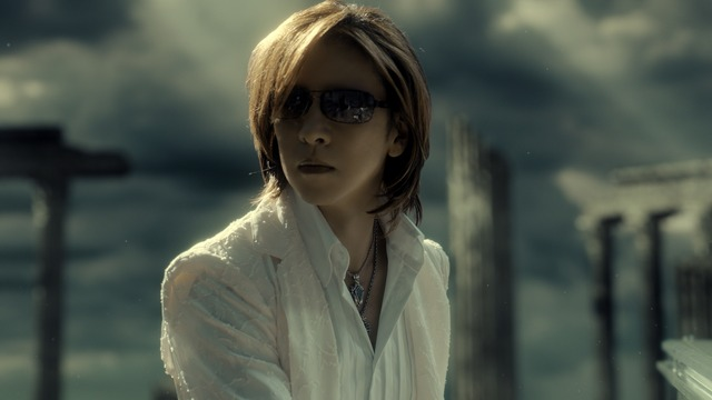 YOSHIKI出演「SUUMO」新CMのワンシーン。