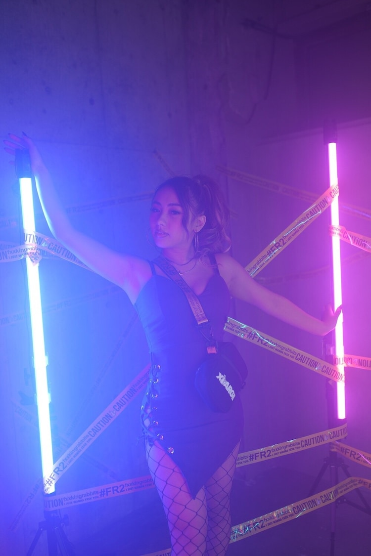 Queen Bee「#Nakami0」ミュージックビデオより。