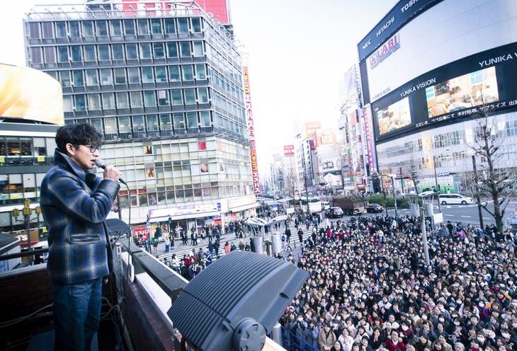 東京・新宿ユニカビジョンでのスペシャル映像の放映イベントにサプライズで登場した木村拓哉。