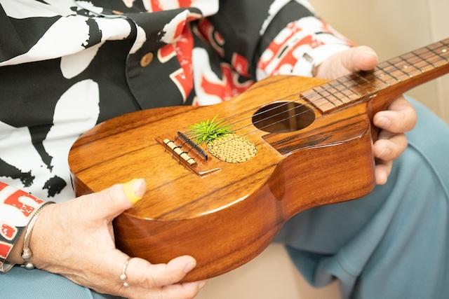 高木ブー特注のKAMAKA製ウクレレ。