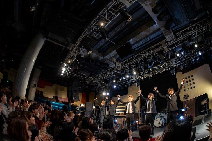 "CUBERS「冬の""踊らないワンマン2020""」の様子。(撮影:牛島康介)"