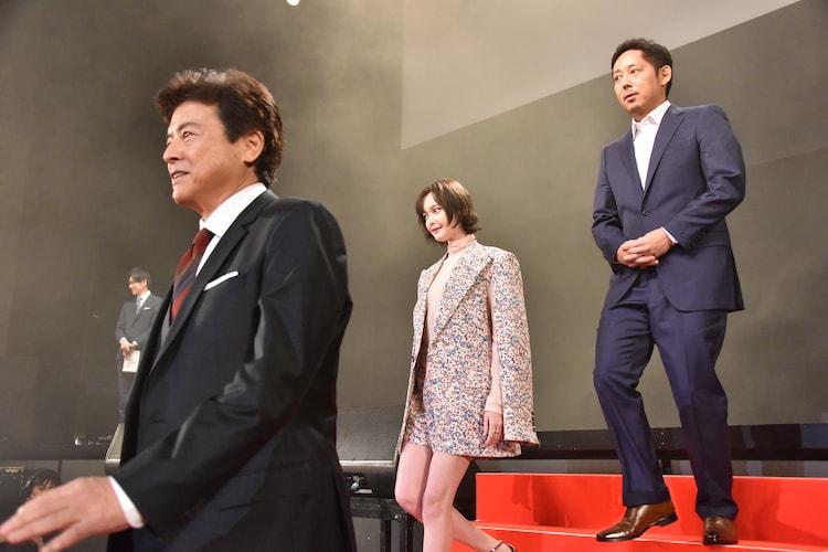 左から三浦友和、玉城ティナ、入江悠監督。