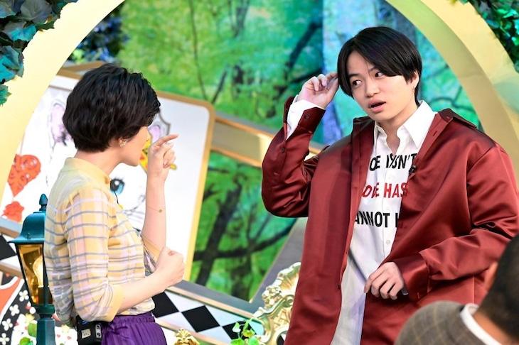 「裏顔女子の夜」より、菊池風磨(右)。(c)TBS