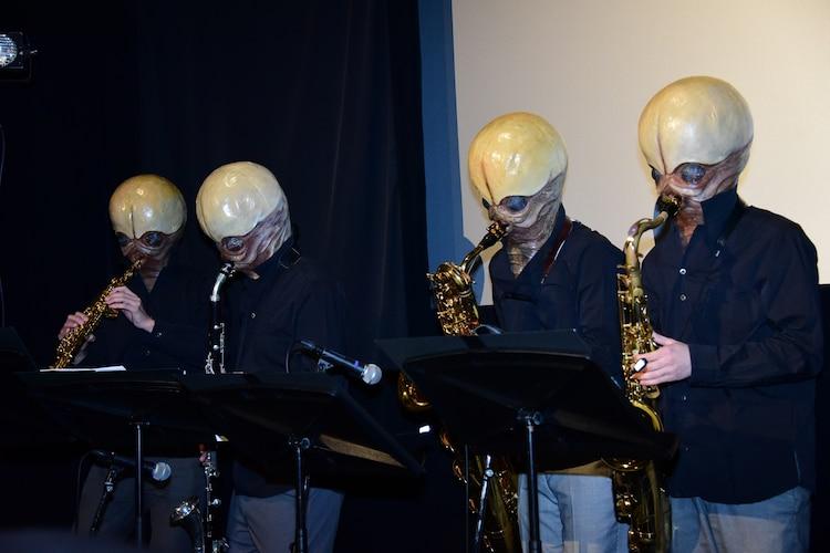 カンティーナ・バンドによる生演奏の様子。