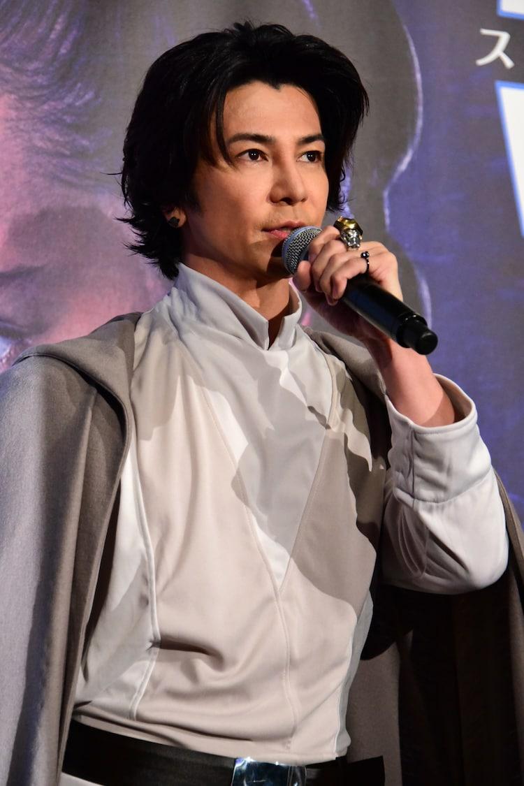 ルーク・スカイウォーカーのコスプレで登場した武田真治。