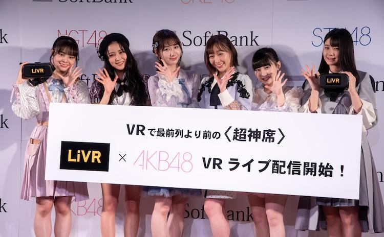 左から本間日陽(NGT48)、白間美瑠(NMB48)、柏木由紀(AKB48)、須田亜香里(SKE48)、田中美久(HKT48)、瀧野由美子(STU48)。