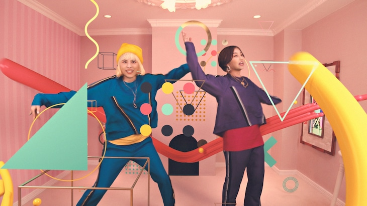chelmico「Easy Breezy」ミュージックビデオのワンシーン。