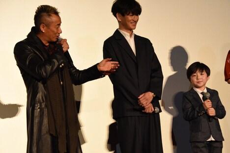 左から長渕剛、瑛太、潤浩。