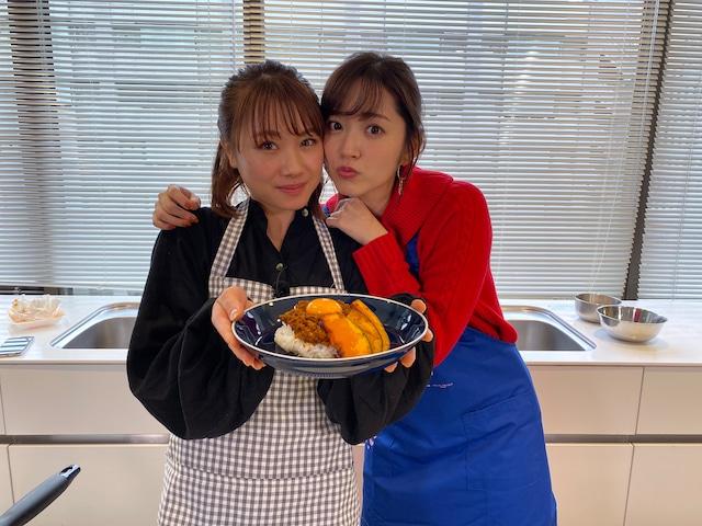 左から石田亜佑美(モーニング娘。'20)、鈴木愛理。