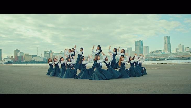 日向坂46「ソンナコトナイヨ」ミュージックビデオのワンシーン。