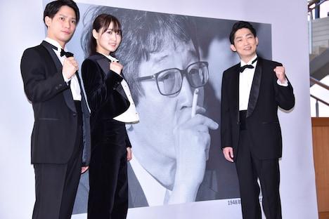 左から味方良介、菅井友香(欅坂46)、石田明(NON STYLE)。