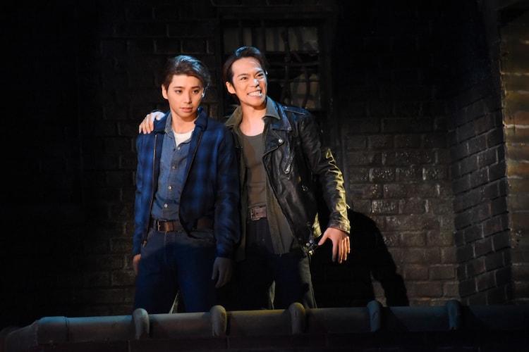 左から村上虹郎演じるトニー、小野賢章演じるリフ。