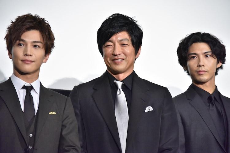 左から岩田剛典、大沢たかお、賀来賢人。