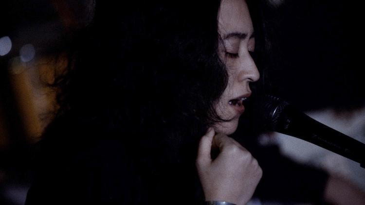 角銅真実「December 13 / Lullaby(Short Video)」のワンシーン。