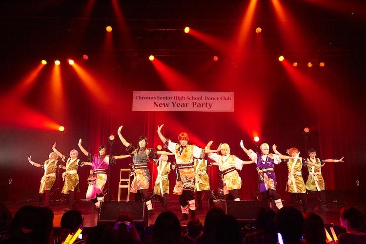 「唯一、愛ノ詠」を披露するアルスマグナとクロノス学園ダンス部。(Photo by NAITO)
