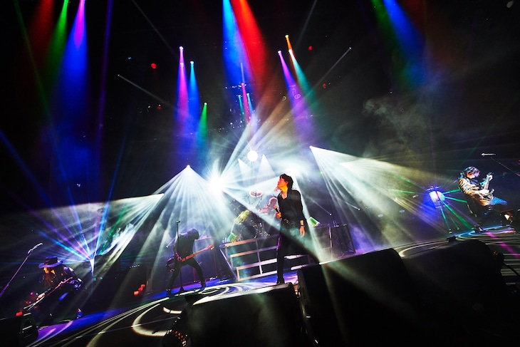「LUNA SEA 30th Anniversary Tour 2020-CROSS THE UNIVERSE-」埼玉・三郷市文化会館公演の様子。(撮影:田辺佳子)