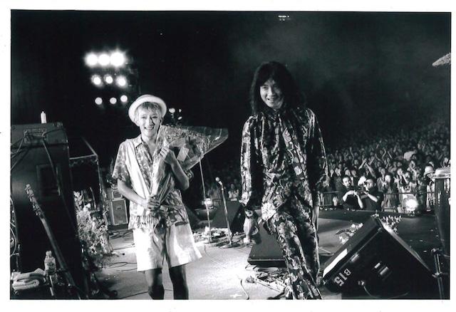 1995年6月に東京・日比谷野外大音楽堂で行われたBO GUMBOS解散ライブの様子。