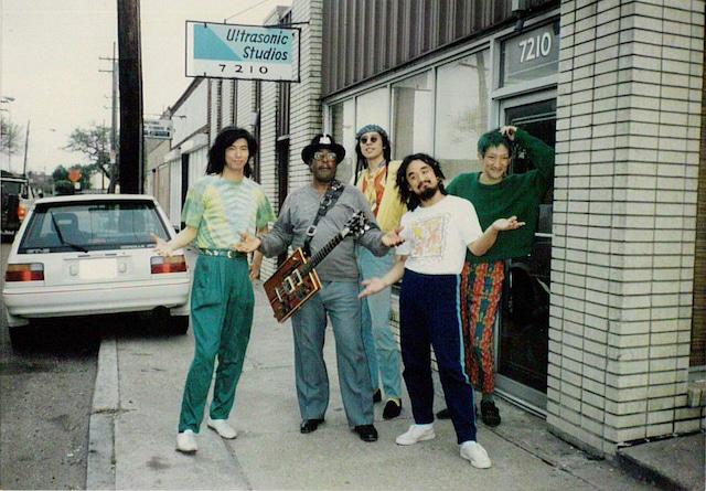 1stアルバムのレコーディングで訪れたニューオリンズにて、ボ・ディドリーと。