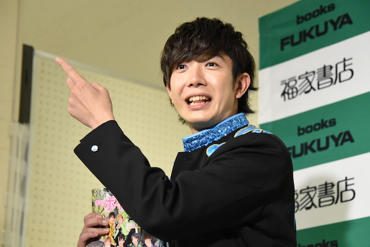 退場時に記者に話しかける田村侑久(BOYS AND MEN)。