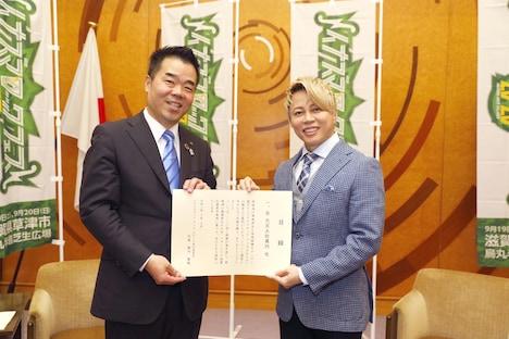 三日月大造・滋賀県知事と西川貴教(T.M.Revolution)。
