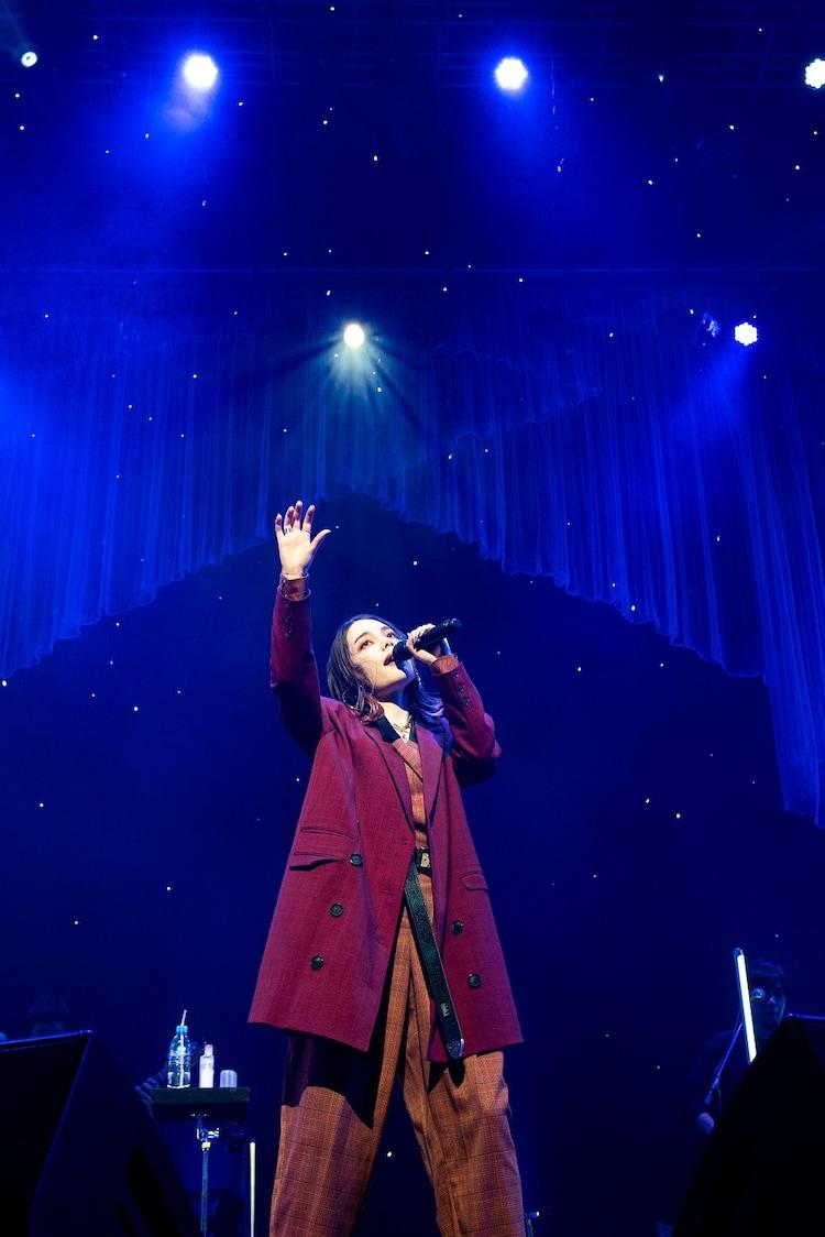 「安田レイLIVE2020『Invisible Stars』」の様子。
