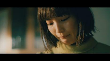 Uru「あなたがいることで」ミュージックビデオのワンシーン。