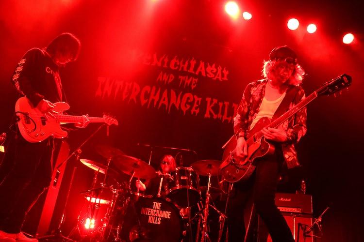 浅井健一 & THE INTERCHANGE KILLS「SEXY STONES RECORDS 20th ANNIVERSARY『KILLS CORE』」の様子。(撮影:岩佐篤樹)