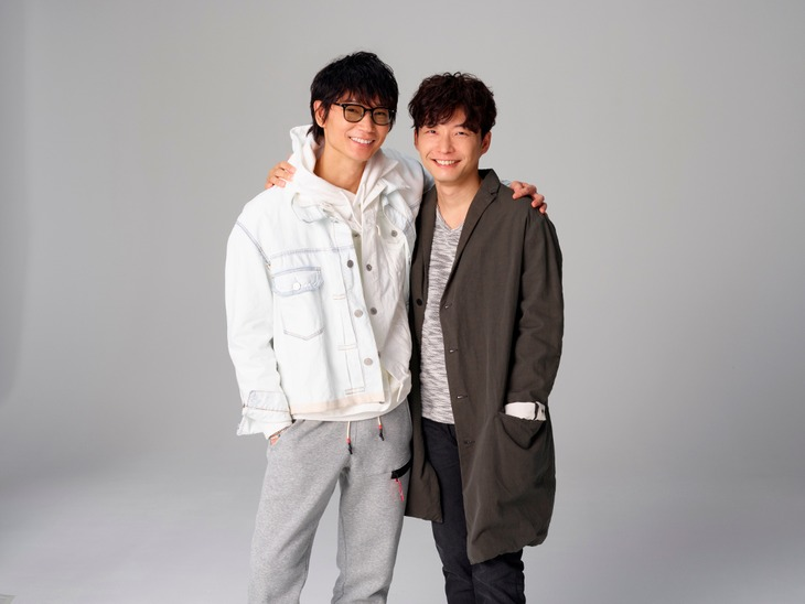綾野剛と星野源。(c)TBS