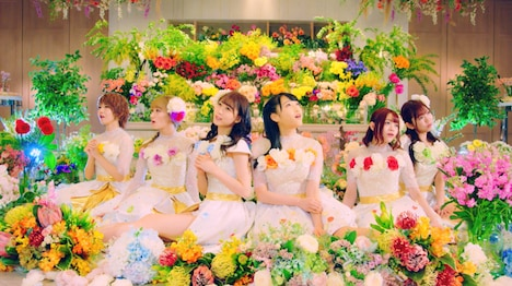 i☆Ris「ハピラキ☆Dream Carnival」ミュージックビデオより。