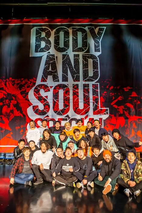 「JMS presents BODY and SOUL SPECIAL」出演者の集合写真。(Photo by TAKASHI KONUMA)