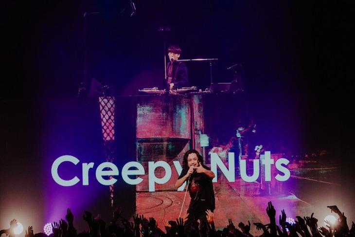 テレ朝チャンネル1「Creepy Nuts One Man Tour 2019『よふかしのうた』」より。