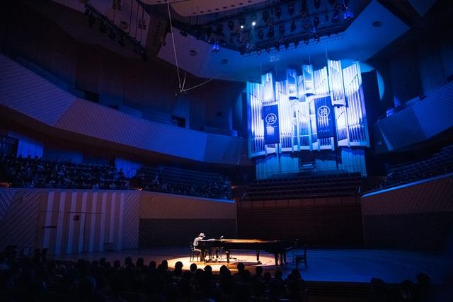 H ZETT M「ピアノ独演会2020 ミューザの陣」の様子。(Photo by Yuta Ito)