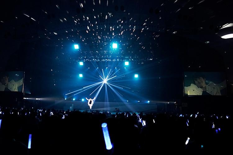 内田雄馬「YUMA UCHIDA 1st LIVE TOUR『OVER THE HORIZON ~& Over~』」の様子。(撮影:上飯坂一)